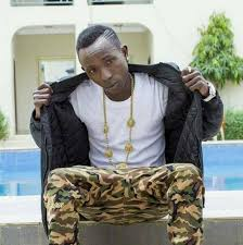 Patapaa causes traffic at the Lizzy Sports complex as he arrived for Zylofon Media celebrity Fanbase challenge (Video)