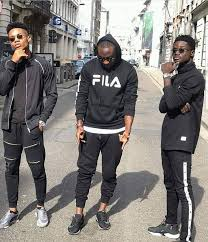 Kuami Eugene, Kidi and DJ Vyrusky causes confusion as they did 'The Dance' at London (Video)