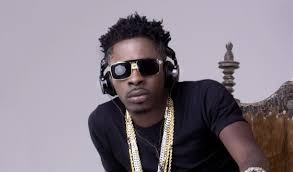 Dancehall Act Shatta Wale says he gets confused when he is sandwiched by tall ladies