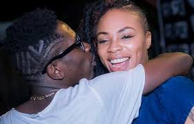 Shatta Wale and Shatta Michy share a kiss on TV to celebrate their reunion