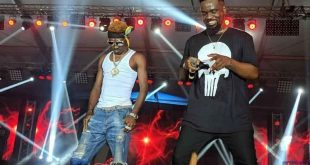 Sarkodie Performs On Stage With Supa