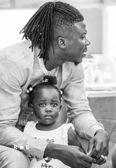 Stonebwoy teaches her daughter how to write